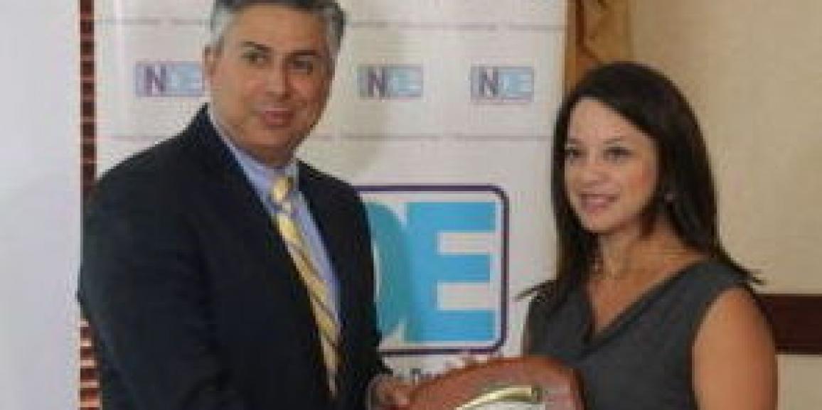 CANATUR felicita a expresidente de INDE por su excelente labor
