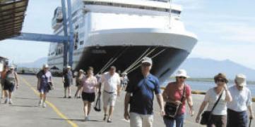 Crucero Noordam arriba a Puerto de Corinto con 1,900 turistas