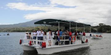 Primer Whatamaran construido en Nicaragua navega en las aguas del Lago Cocibolca